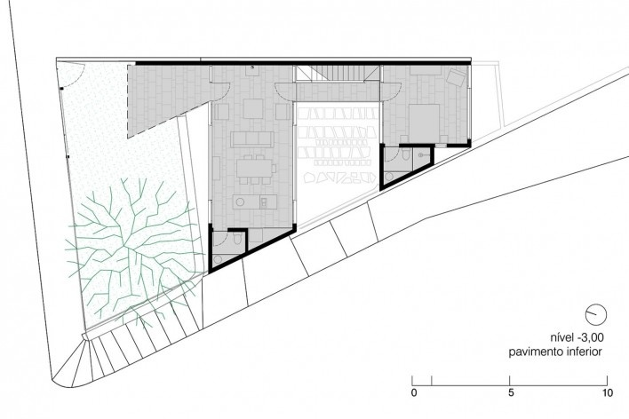 Casa da Lagoa, first floor plan, Florianópolis SC Brasil, 2019. Architects Francisco Fanucci and Marcelo Ferraz / Brasil Arquitetura<br />Imagem divulgação  [Acervo Brasil Arquitetura]