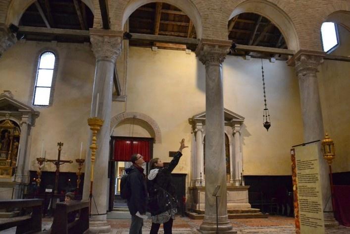Turistas no interior da Basílica<br />Foto/photo Fabio Lima