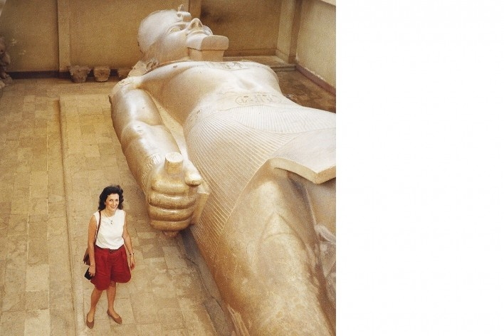 Alexandrina Mori em Memphis, Egito, 1990<br />Foto Victor Hugo Mori