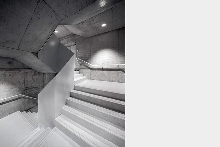 Museu Nacional dos Coches, escadas no anexo, Lisboa. Arquiteto Paulo Mendes da Rocha, MMBB arquitetos e Bak Gordon arquitetos<br />Foto Fernando Guerra  [FG+SG Architectural Photography]