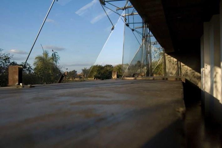Casa en el aire. Interior de aberturas. Sergio Fanego, Larissa Rojas, Miguel Duarte. Luque, Paraguay. 2008-2010.