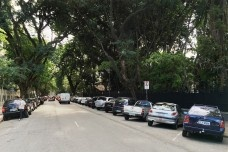 Automóveis estacionados em área de Zona Azul, São PauloFoto Abilio Guerra
