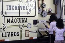 """Van """"Máquina de livros"""" faz troca de livros no Museu da República, em BrasíliaFabio Rodrigues Pozzebom  [Agência Brasil]"""