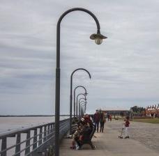 Paseo de la costanera Del Río Paraná, Rosario, ArgentinaFoto Soyyosoycocomiel  [Wikimedia Commons]