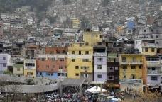 O crescimento vertical das favelas