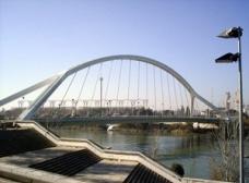 As passarelas urbanas como novos vazios úteis na paisagem contemporânea
