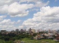 Os prédios altos e a vizinhança