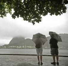 Lei proposta por Crivella permite a urbanização dos morros cariocas
