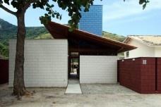 Residência em Guaecá, São Sebastião SP Brasil, 2006. Arquitetos Henrique Fina, Luis Mauro Freire e Maria do Carmo Vilariño (autores) / Projeto PaulistaFoto Luis Mauro Freire