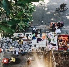 Garimpeiros urbanos vendem seus achados na calçada da Casa de Estudos Urbanos, bairro da Glória, Rio de JaneiroFoto Luiz Carlos Toledo