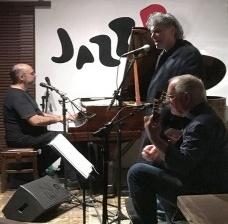 Sérgio Espíndola, Arrigo Barnabé e Paulo Braga, show no JazzBFoto Abilio Guerra