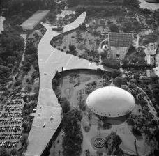 Sobre o projeto de Oscar Niemeyer para o entorno do Teatro no Parque Ibirapuera