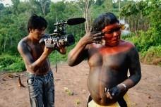 A ficção que cristaliza, o documentário que problematiza