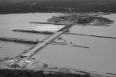 Vista aérea da usina hidrelétrica Santo Antônio no rio Madeira, RondôniaFoto divulgação  [Website Ministério do Planejamento]