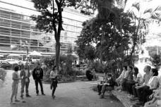 Evento na praça dos Omaguás em 2014. Ao fundo, edifício da Fnac (antiga Ática Shopping Cultural), São Paulo, arquitetos Paulo Bruna e Roberto Cerqueira CesarFoto Mauro Calliari