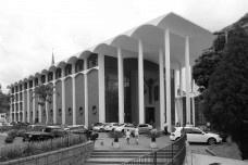Catedral de São Paulo Apóstolo / Igreja Matriz, Blumenau. Arquiteto Gottfried Böhm. Perspectiva externa a partir de terraço junto a torre de sinosFoto Osnildo Adão Wan-Dall Junior