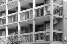 Conjunto José Pedro Varela, ruas elevadas e suas reentrâncias da Zona 1, Montevidéu, Uruguai, 1971. Instituto de Assistência Técnica Centro de Assistência Técnica e SocialFoto Célia Castro Gonsales