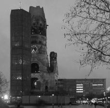 Kaiser Wilhelm Memorial Church, Berlim, arquiteto Egon EiermanFoto Flup  [Wikimedia Commons]