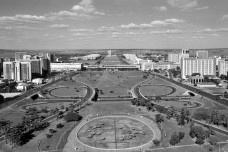 Eixo monumental de BrasíliaFoto Cayambe  [Wikimedia Commons]