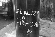 """""""Legalize a liberdade"""", poste na rua Itacolomi, Higienópolis, São PauloFoto Valdir Zwetsch"""