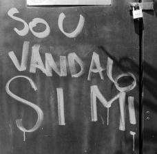"""""""Sou vândalo sim!"""", Avenida Paulista, São PauloFoto Abilio Guerra  [Série """"A cidade fala""""]"""