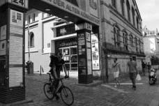 Entrada do centro de indústrias criativas on o LAVA Berlin está instaladoThe entrance to the Creativity Center where LAVA Berlin is installed [Foto divulgação]