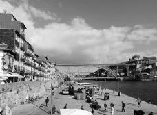 Porto, Ribeira, casario reabilitados junto ao rio DouroFoto Andréa da Rosa Sampaio, 2015