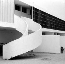 Centro Técnico de Aeronáutica – CTA, bloco de habitação em fase final de construção, c.1950. Arquiteto Oscar NiemeyerFoto Gustavo Neves da Rocha Filho  [Biblioteca FAU USP]