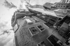 Edificio Dr Chau Chak Wing Building, sede de la Nueva Escuela de Negocios de la Universidad Tecnológica de Sídney, Austrália. Arquitecto Frank GehryFoto Hpeterswald  [Wikimedia Commons]