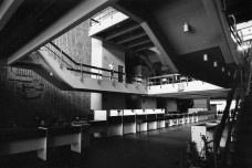 Larrán. Banco del Noroeste. Salta, 1977Atención Eduardo Larrán  [Archivo CEDODAL]