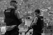 Policiais na comunidade do Jacarezinho, Rio de JaneiroFoto Tânia Rêgo  [Agência Brasil]