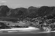 Vista aérea da Barra de Guaratiba, Rio de JaneiroFoto Diego Baravelli  [Wikimedia Commons]