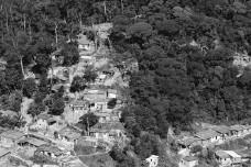 eb195a9b961e_arsantos_avancos_urbanos_sobre_a_serra_do_mar.jpg