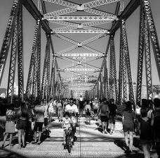 Ponte Hercílio Luz e sua Urbanidade: pedestres e ciclistas ocupam a ponte e fortalecem os laços com o patrimônio, Florianópolis, Santa CatarinaFoto Artur Hugo da Rosa