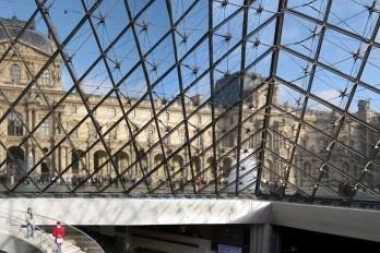 Não vigiar o museu pode resultar em dano irreparável para a obra de arte!