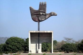 "Monumento ""Mão Aberta"" de Le Corbusier, Chandigarh, Estado do Punjab, Índia"