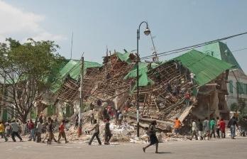 Há vida sob os escombros
