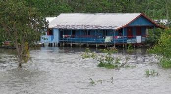 Sobre o Rio Amazonas, entre Manaus e Parintins