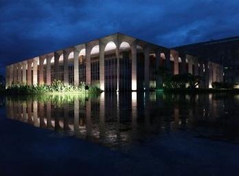 As dimensões espaciais e não-espaciais de Brasília