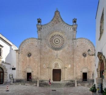 Catedral de Santa Maria Assunta em Ostuni, sul da Itália