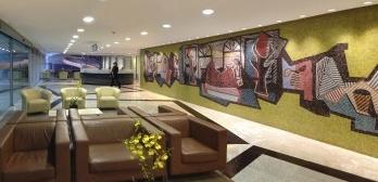 Quem sabe o nome do autor do painel no hospital de Niemeyer?