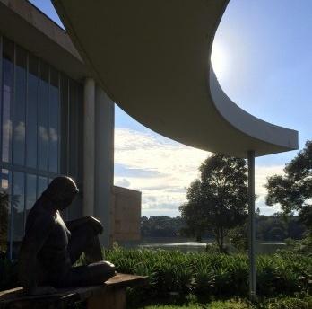 Oscar Niemeyer e a arte da implantação