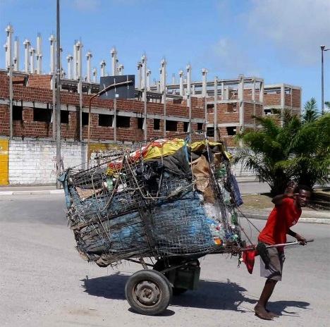 """Carroceiro, Recife, foto do documento """"Housing as Urbanism. Minha Casa Minha Vida - habitação social e intervenção urbana""""Foto divulgação"""