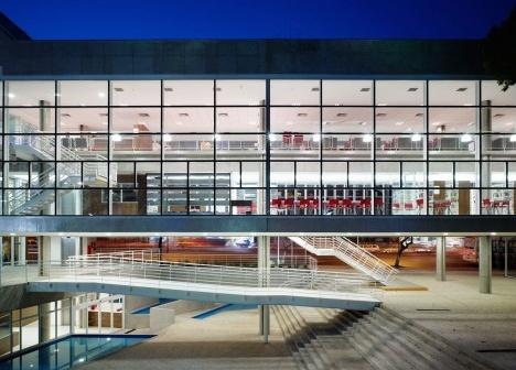 Terminal Digital do Ensino, São Caetano do Sul, 2008. Arquiteto José Augusto AlyFoto Nelson Kon