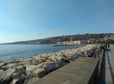 Lungomare, vista para o Posillipo, Nápoles, ItáliaFoto Carina Mendes dos Santos Melo, 2018