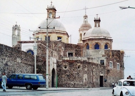 Querétaro, parte traseira do Templo de la Santa Cruz, 2001Foto Marcos Vinícius Teles Guimarães