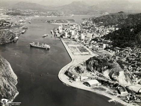 Porto de Vitória e aterro da Esplanada Capixaba (déc. 1960)Imagem divulgação  [Instituto Jones dos Santos Neves]