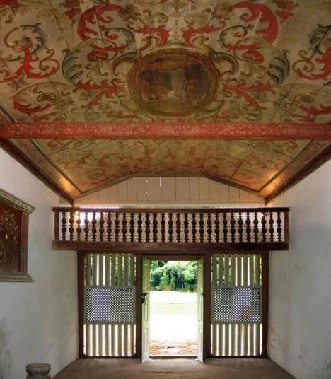 Sítio Santo Antônio, teto decorado e balcão da capela, São RoqueFoto Victor Hugo Mori
