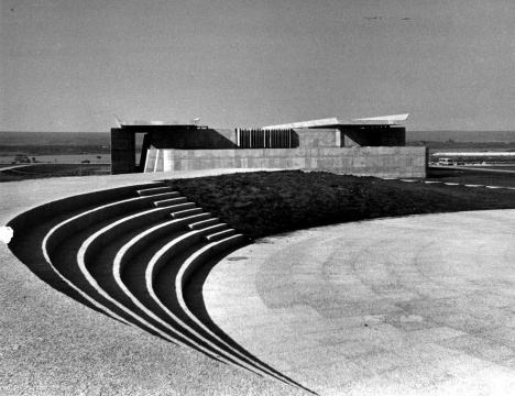 Teatro de Arena e Biblioteca Central, s.d. [década de 1970]Foto divulgação  [Acervo ACE UnB]