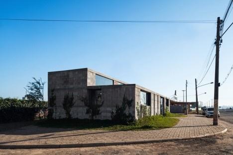 Sede de uma Fábrica de Blocos, Avaré SP Brasil, 2015. Arquitetos André Nunes, Anna Juni, Enk te Winkel e Gustavo Delonero (autores) / Vão ArquiteturaFoto Rafaela Netto
